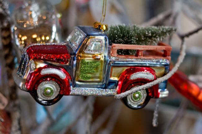 vintage-style-ornaments-coastal-tuvalu-home-4